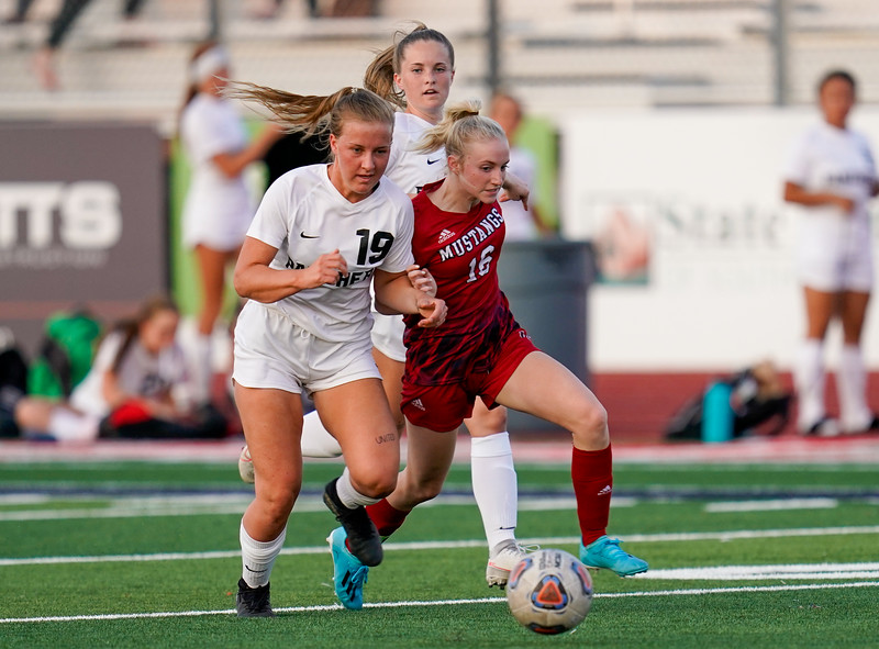 CCHS-vsoccer-pineview1527.jpg