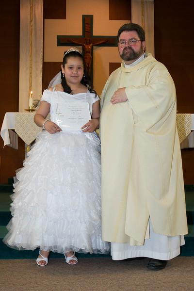 Communion Hispanic-9148-18 4x6.JPG