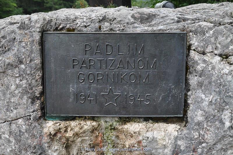 Partisanen monument near Aljazev Dom