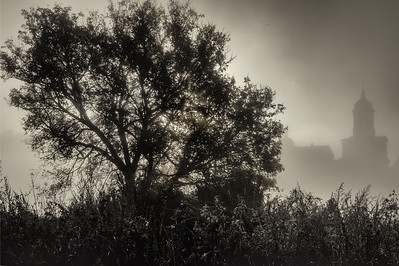 004 Туман  Колокольня Высоцкого мужского монастыря