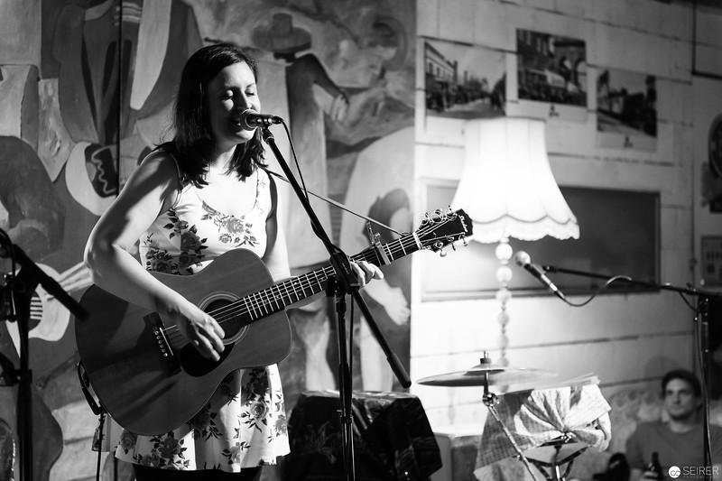 Claudia Halo live at Cafe Siebenstern, Support für Shane Ó Fearghail