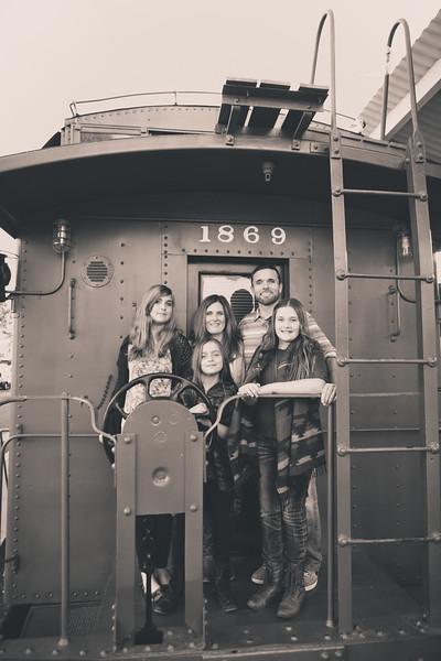 2015_Dean_Family_B&W-6.jpg