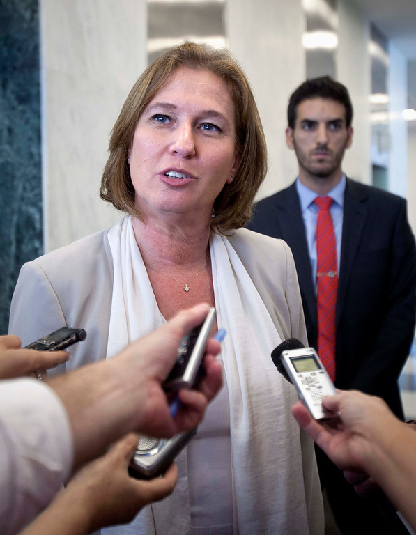 . Israeli Justice Minister Tzipi Livni talks to reporters in the lobby of the United Nations after her meeting with Ban Ki-moon (unseen) in New York, July 29, 2013. Livni is en route to Washington for peace talks with the Palestinians.  REUTERS/Carlo Allegri