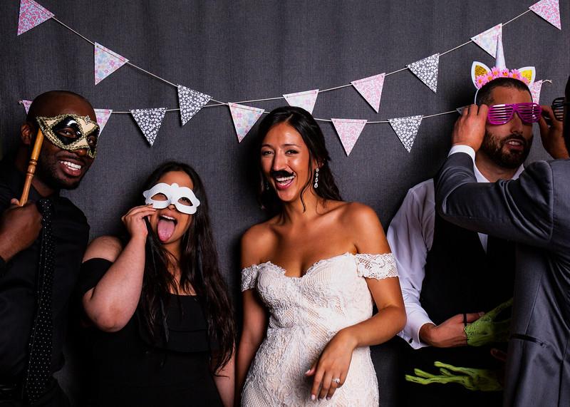 Montreal_Wedding_Photographer_Lindsay_Muciy_Photography+Video_M&E_PHOTOBOOTH_156.jpg
