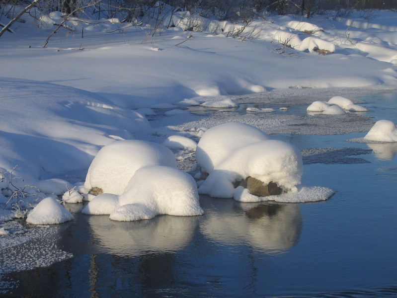 IMG_2737_winter_creek_neskantaga_winter_road_resize.JPG