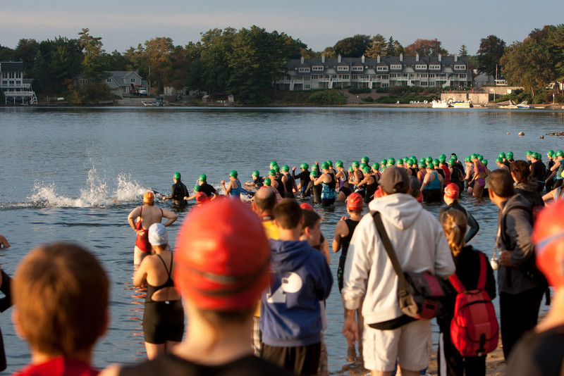 Another wave of swimmers starts.