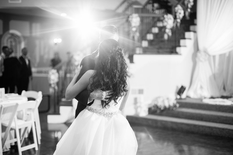 0897_Josh+Lindsey_WeddingBW.jpg