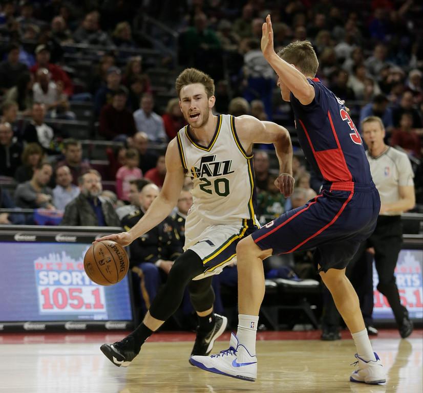 . Utah Jazz\'s Gordon Hayward drives against Detroit Pistons\' Jonas Jerebko (33) during the first half of an NBA basketball game Sunday, Nov. 9, 2014, in Auburn Hills, Mich.  (AP Photo/Duane Burleson)