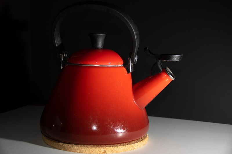 Teapot without diffuser high intensity of light