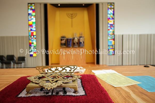 ENGLAND, London. New North London Synagogue. (3.2012)