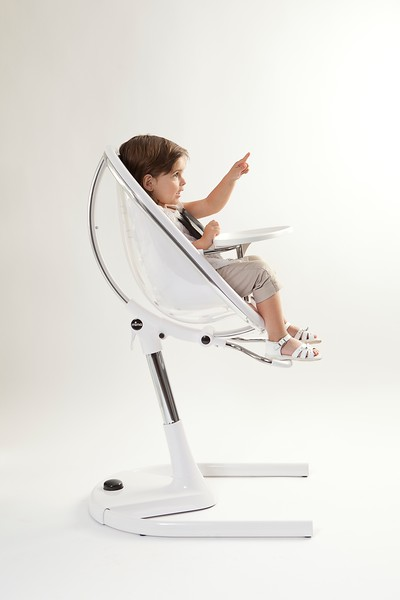 Mima_Moon_High_Chair_Product_Shot_White_Side_View_Girl_Pointing.jpg