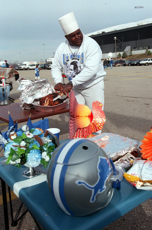 """. \""""Chef\"""" J. T. Sanders, carves up the traditional turkey in parking lot before the game. Detroit beat Chicago, 21-17, on Thanksgiving Day at the Pontiac Silverdome, Thursday, November 25, 1999."""