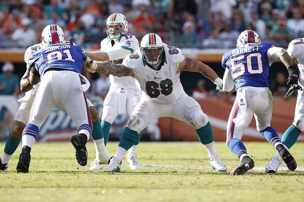. <p><b> Dolphins at Bills (+2½):</b>  <p>Suspended Dolphin Richie Incognito, who has been banned for the rest of the season, is cheering on his teammates� playoff run. The Pro Bowl guard insisted �I love these guys� and would like nothing more than to give each of them a bear hug and force their sisters to have sex. <p>Pick: <b>Dolphins by 4</b> <p>   (Joel Auerbach/Getty Images)