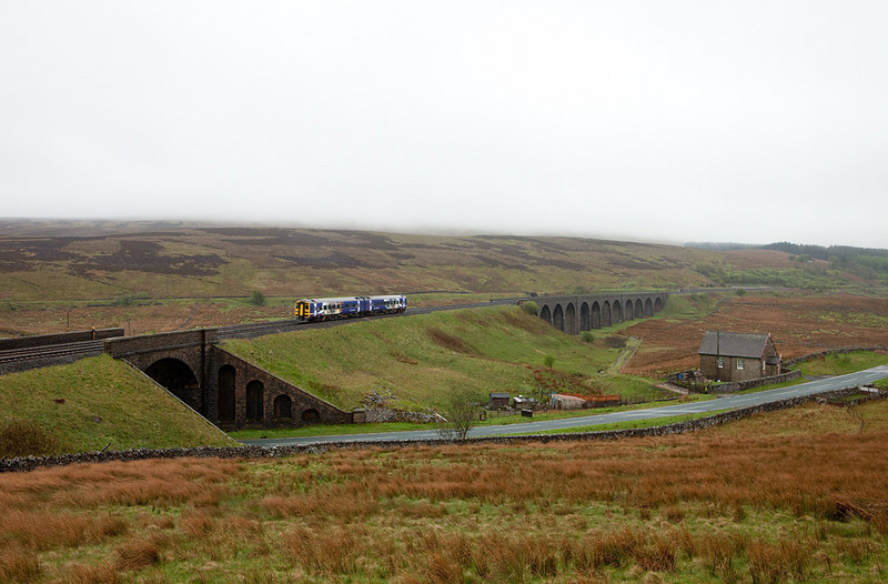 Northern DMU on Moorcock Viaduct.