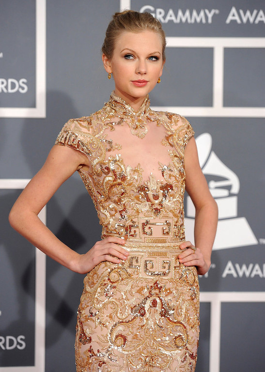 . Taylor Swift arrives at the 54th annual Grammy Awards on Sunday, Feb. 12, 2012 in Los Angeles. (AP Photo/Chris Pizzello)