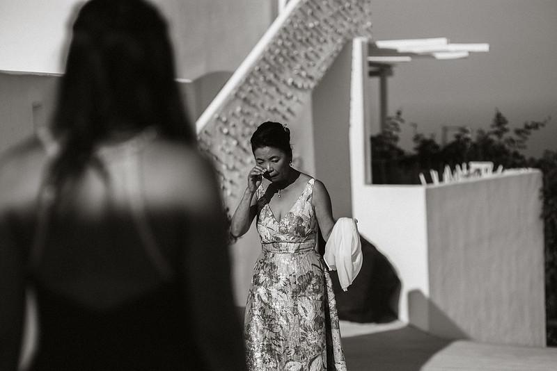 Tu-Nguyen-Destination-Wedding-Photographer-Santorini-Rocabella-Hotel-Euna-Ehsan-279.jpg