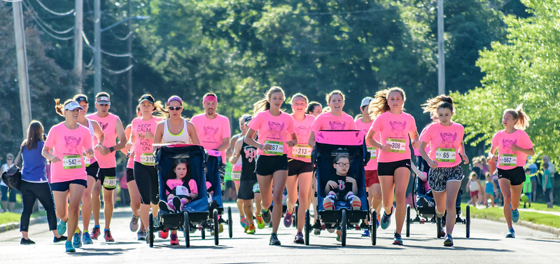 DA094,DJ,Ainsley's Angels start the Gradview Gallop 4 mile race in Dubuque Iowa.jpg