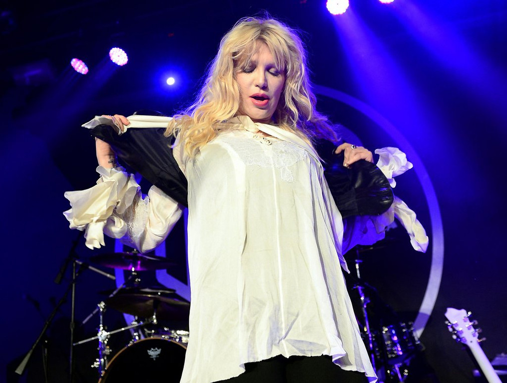 ". <p>10. (tie) COURTNEY LOVE <p>Knows where Malaysian jet landed, because she can see it from her planet. (previous ranking: unranked) <p><b><a href=\'http://www.cnn.com/2014/03/18/showbiz/celebrity-news-gossip/courtney-love-missing-plane/\' target=""_blank\""> HUH?</a></b> <p>    (Ethan Miller/Getty Images)"