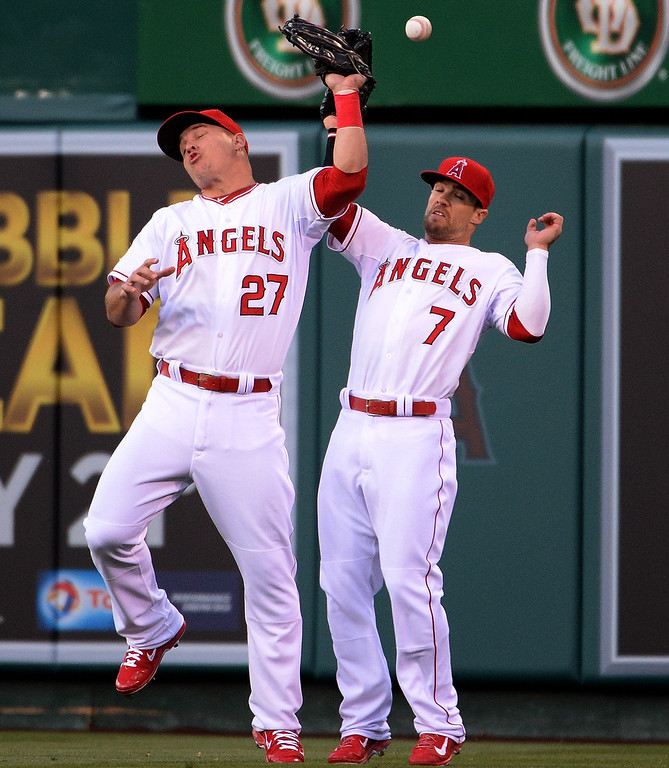 . Los Angeles Angels center fielder Mike Trout (27) collides with right fielder Collin Cowgill (7) on a fly ball by New York Yankees\' Derek Jeter (not pictured) in the first inning of a baseball game at Anaheim Stadium in Anaheim, Calif., on Wednesday, May 7, 2014.  (Keith Birmingham Pasadena Star-News)