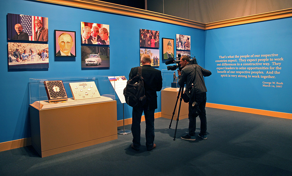""". Members of the press preview the exhibit \""""The Art of Leadership: A President\'s Personal Diplomacy\"""" at the George W. Bush Presidential Library and Museum on April 4, 2014 in Dallas, Texas. (Photo by Stewart F. House/Getty Images)"""