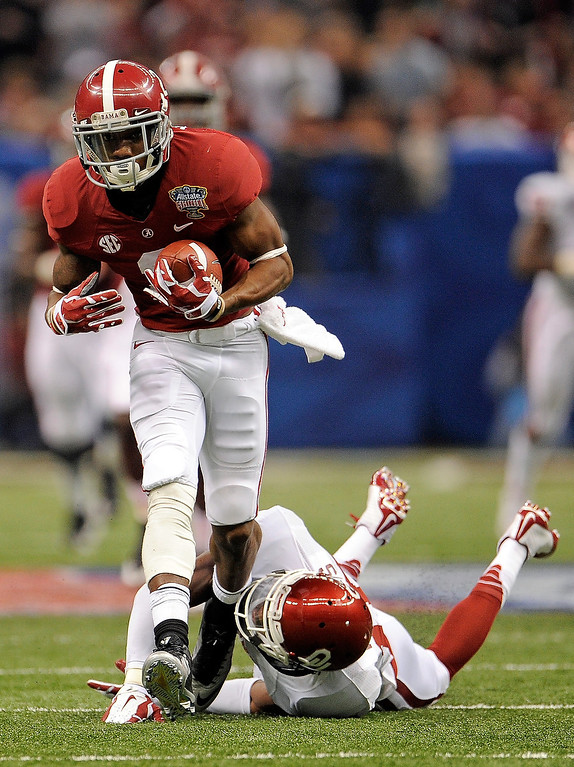 . NEW ORLEANS, LA - JANUARY 02:  DeAndrew White #2 of the Alabama Crimson Tide makes a catch as Blake Bell #10 of the Oklahoma Sooners defends during the Allstate Sugar Bowl at the Mercedes-Benz Superdome on January 2, 2014 in New Orleans, Louisiana.  (Photo by Stacy Revere/Getty Images)