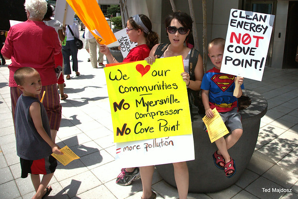 Picketers Call for Moratorium on Gas Export Projects 6/25/14