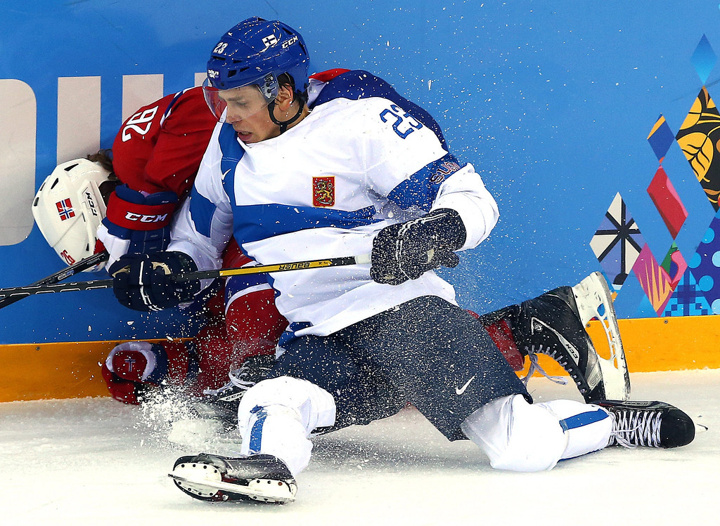 . Sakari Salminen (R) of Finland fights for the puck with Kristian Forsberg (L) of Norway during the Men\'s Preliminary Round Group B match between Norway and Finland at the Shayba Arena in the Ice Hockey tournament at the Sochi 2014 Olympic Games, Sochi, Russia, 14 February 2014.  EPA/SRDJAN SUKI