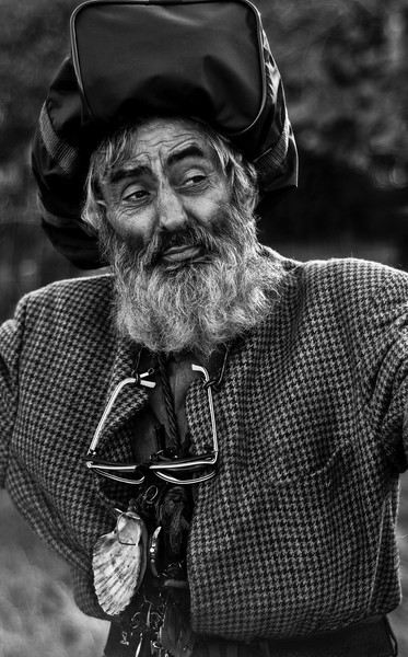 Meet Francisco Jimenez Ramos, a 61 year old loner, inventor and a dreamer. A proud man who albeit wearing a sports bag on his head still manages to keep his dignity.  He is a man of few words who professes a deep love for a woman he has not seen in 36 years. Francisco spends most of his days alone, but does not go by unnoticed.