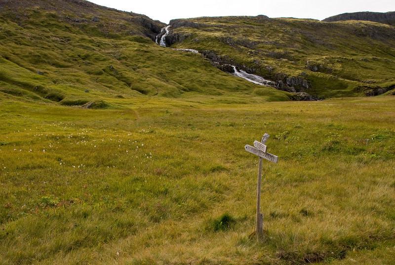 Við Kýrvað. Leiðin upp í Kýrskarð