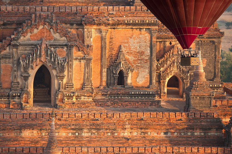 balloon over bagan.jpg