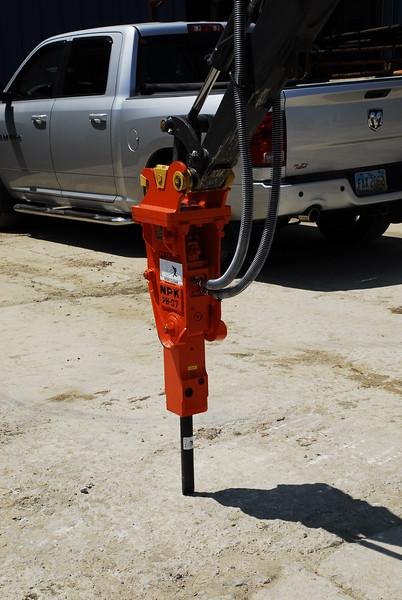 NPK PH07 hydraulic hammer on Deere mini excavator (23).JPG