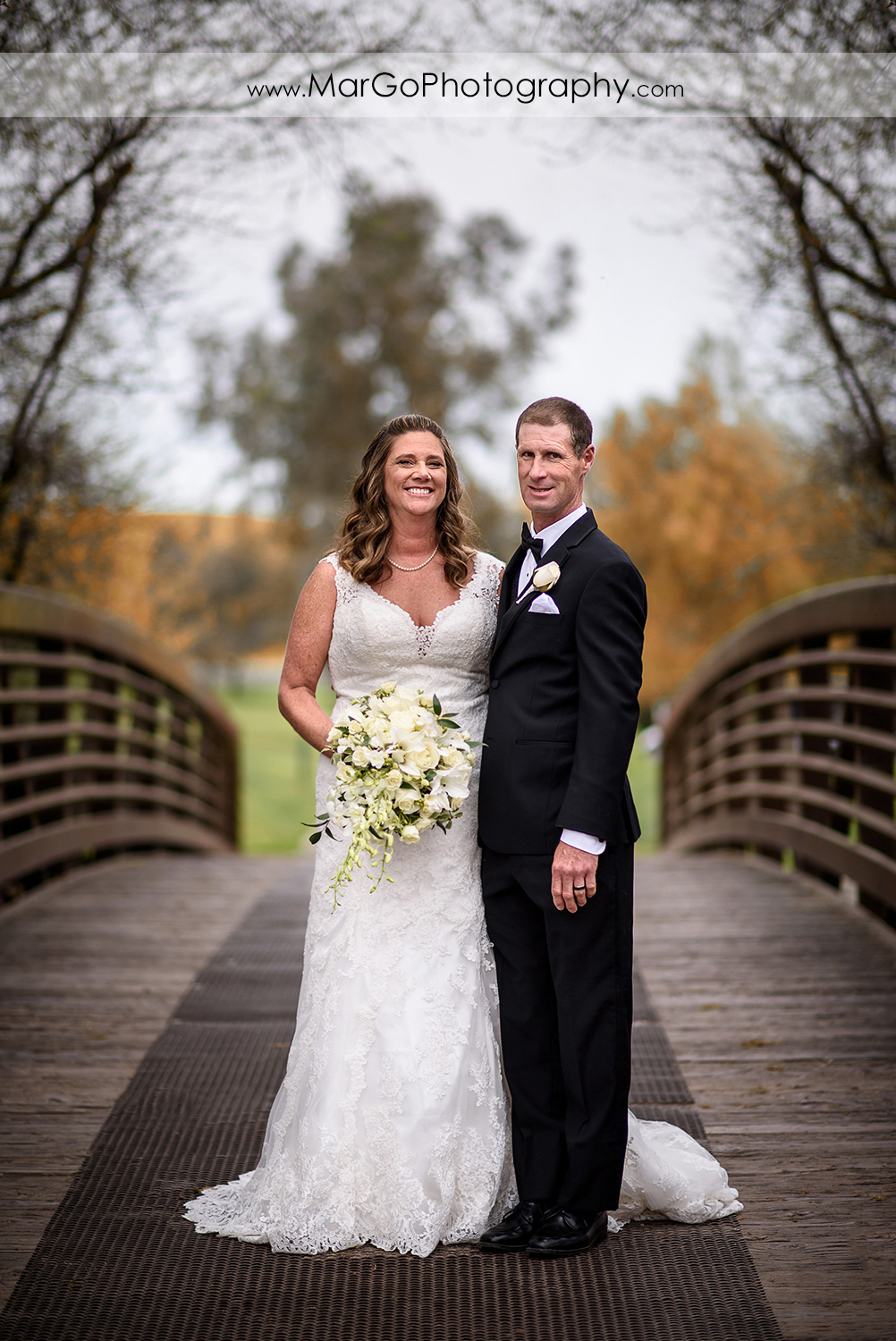 bride and groom on the bridge at Las Positas Golf Course in Livermore