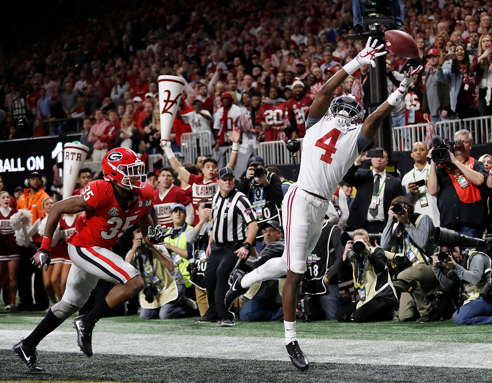 . Alabama\'s Jerry Jeudy can\'t catch a pass in the end zone during the second half of the NCAA college football playoff championship game against Georgia Monday, Jan. 8, 2018, in Atlanta. (AP Photo/David Goldman)