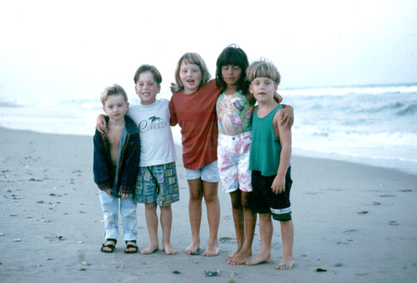 Kids on Beach Corolla - 600.jpg