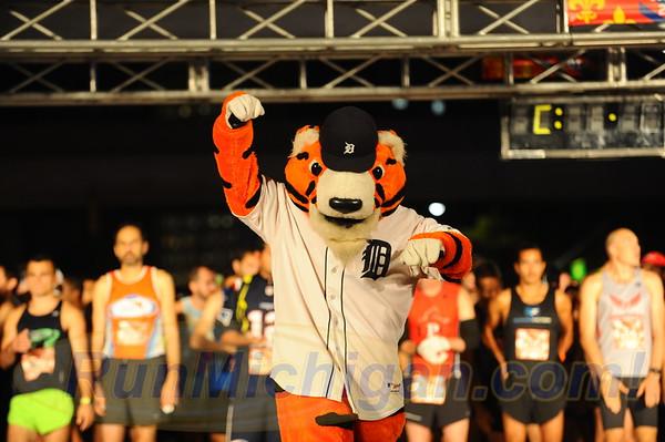 Start, Gallery 2 - 2017 Detroit Free Press Marathon
