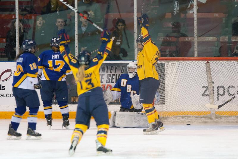 20130310 QWHockeyvsUBC 579.jpg