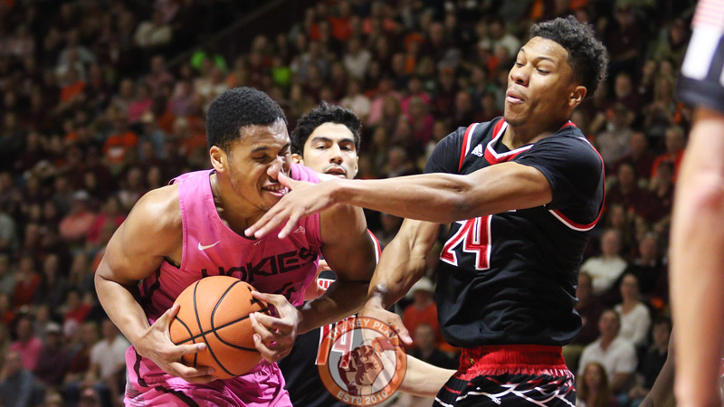 Kerry Blackshear Jr. gets poked in the nose by Louisville's Dwayne Sutton. (Mark Umansky/TheKeyPlay.com)