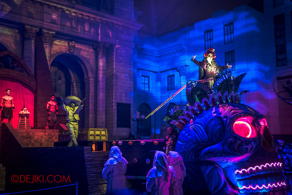 Halloween Horror Nights 6 - March of the Dead scare zone / The Resurrection show - Lady Death on Float