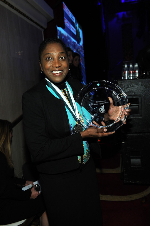 . Legend and WNBA player Teresa Edwards poses with her award at the 28th Annual Great Sports Legends Dinner to Benefit The Buoniconti Fund To Cure Paralysis at The Waldorf Astoria on September 30, 2013 in New York City.  (Photo by Bryan Bedder/Getty Images for The Buoniconti Fund To Cure Paralysis)