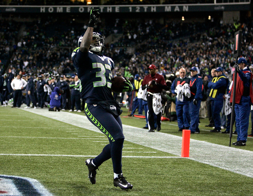 . Seattle Seahawks Leon Washington runs for a touchdown against the Arizona Cardinals during the fourth quarter of their NFL football game in Seattle, Washington, December 9, 2012. REUTERS/Robert Sorbo