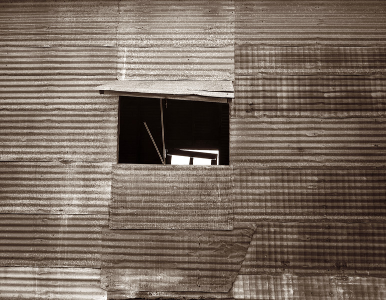 2002-10 Hebbronville barn 632b.jpg