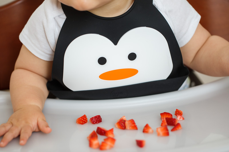 Make_My_Day_Bib_Penguin_lifestyle (7).JPG