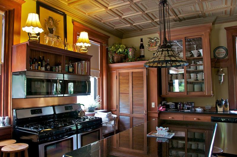 Wiedemann Hill Mansion - modern, fully equipped kitchen