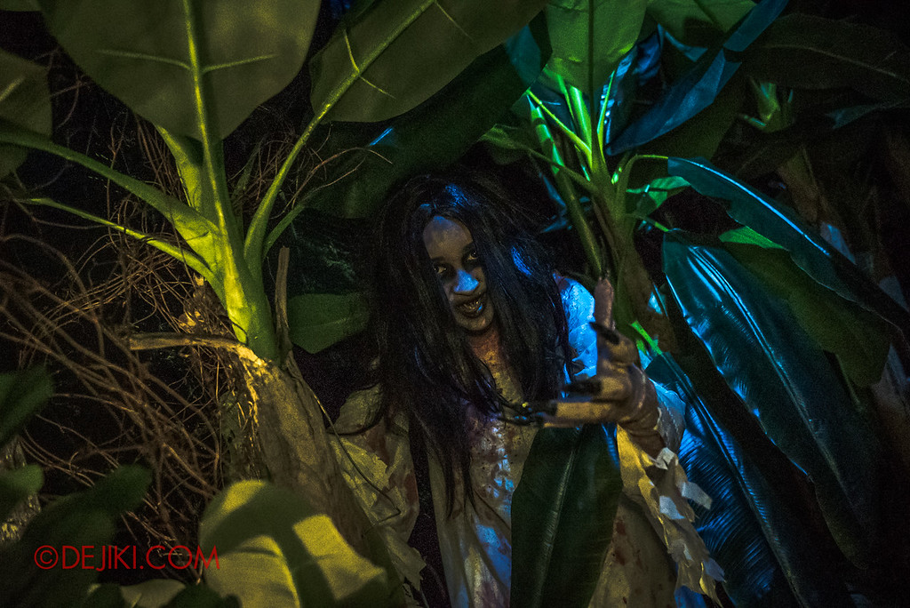 USS Halloween Horror Nights 8 – Pontianak haunted house – Pontianak in the Banana plantation