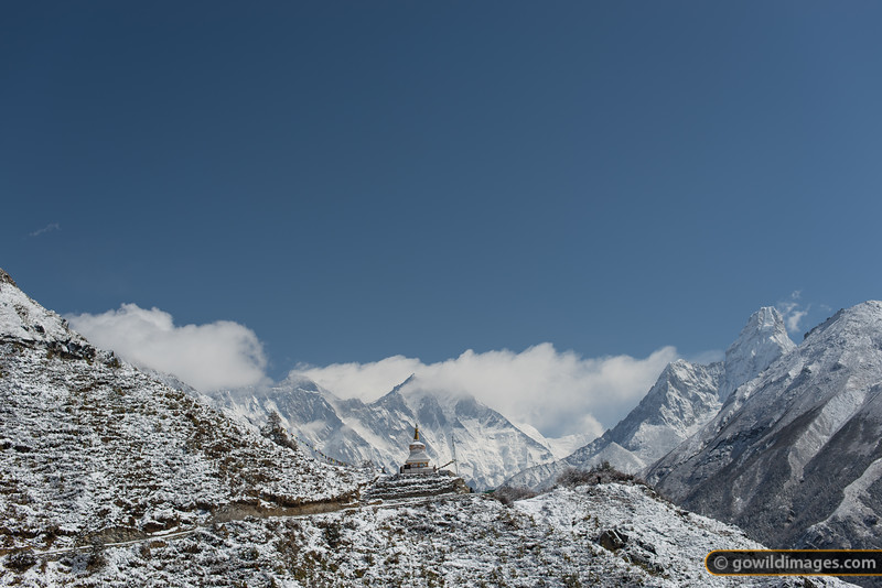 A stupa on the trail to Tengboche. Mt Everest (8850m) is making clouds just left of centre, with Lhotse (8516m) partly obscured just to the right. Far right is Ama Dablam peak.
