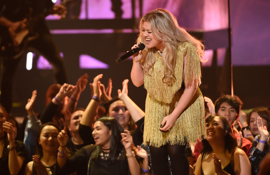 """. Kelly Clarkson performs \""""Whole Lotta Woman\"""" at the Billboard Music Awards at the MGM Grand Garden Arena on Sunday, May 20, 2018, in Las Vegas. (Photo by Chris Pizzello/Invision/AP)"""