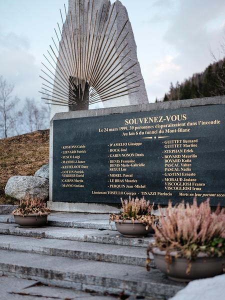 Memorial on the French side - Samuel Zeller for the New York Times