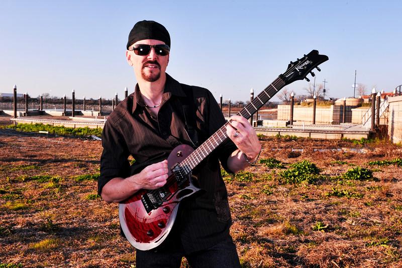 Glenn_Guitar_2_F.jpg