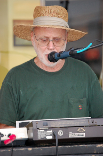 Lanny 'Retro' Green on Keyboards