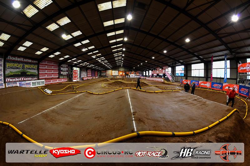 neo race track pits3.jpg